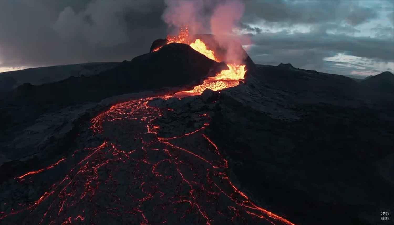 Drone si schianta contro vulcano